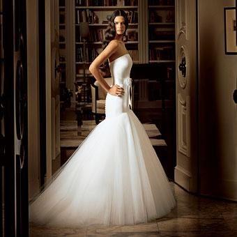 Stunning white strapless wedding dress, drop waist, trumpet skirt