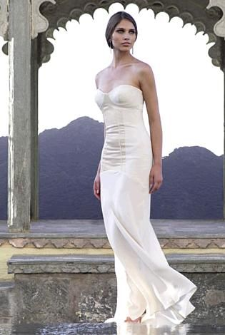 Gorgeous ivory strapless wedding dress sweetheart neckline fitted bodice