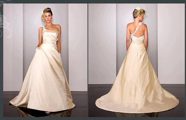 To die for martina liana one shoulder wedding dress onewed for How much are martina liana wedding dresses