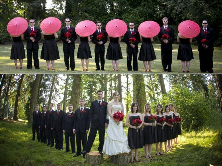 Entire bridal party poses together, bridesmaids hold hot pink parasols