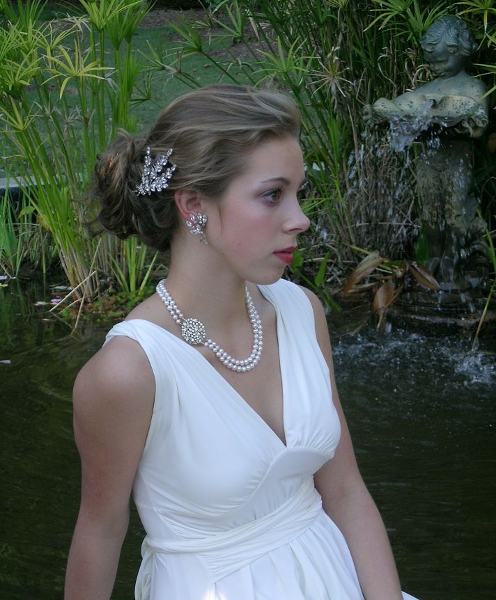 Beautiful vintage-inspired bridal hair comb, necklace and earrings from Bel Canto