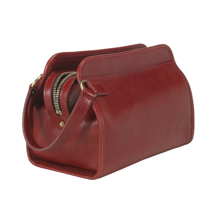 Fine handcrafted dopp kit from Lotuff & Clegg in red leather