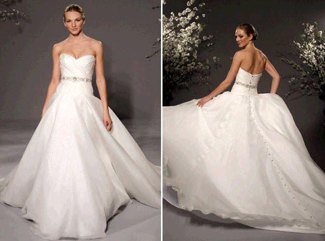 Sweetheart neckline classic ballgown wedding dress by Romona Keveza