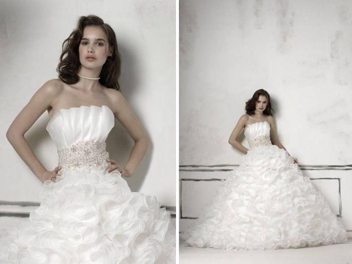 Justin Alexander 2011 ball gown wedding dress with crumb catcher neckline