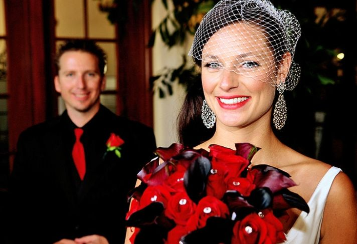 Old Hollywood San Diego wedding- deep red and black statement bridal bouquet