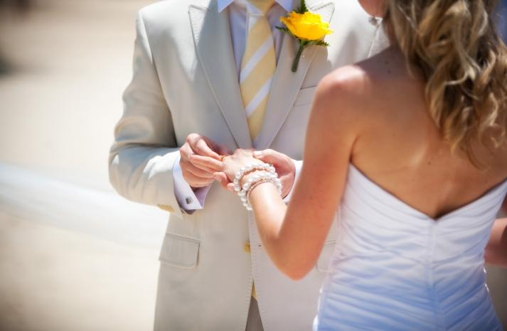 destination-wedding-bride-groom-casual-beach-wedding-engagement-rings