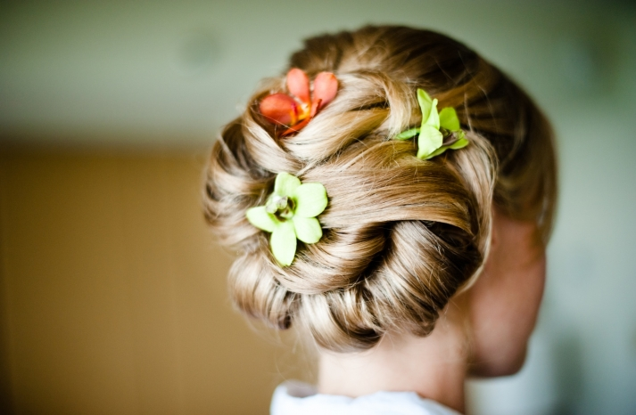 beach-wedding-classic-bridal-updo-chignon-wedding-flowers-tropical