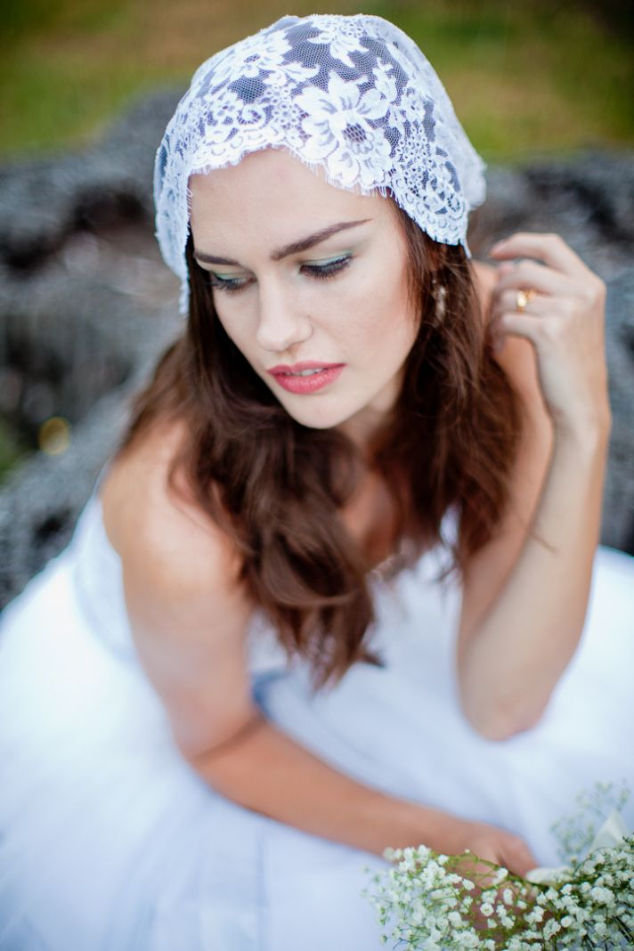 Romantic bridal mantilla in Chantilly lace
