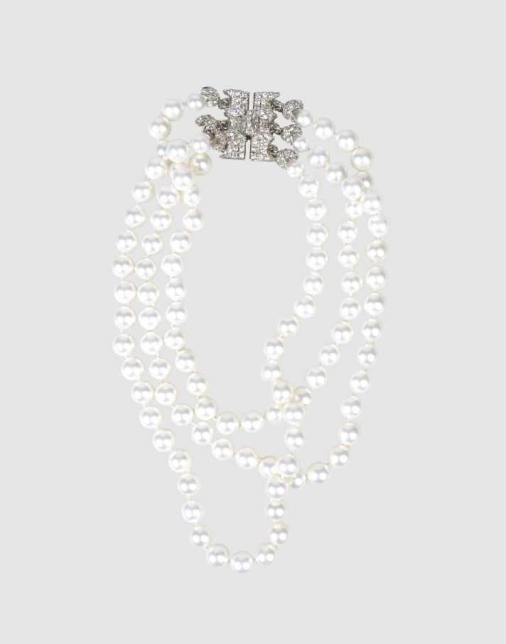Classic vintage pearl necklace for your wedding day