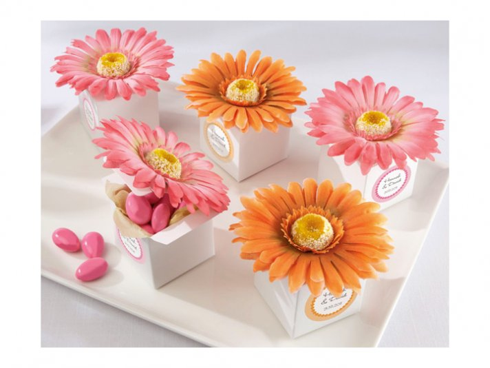 Spring wedding guest favors in Gerbera daisy favor boxes