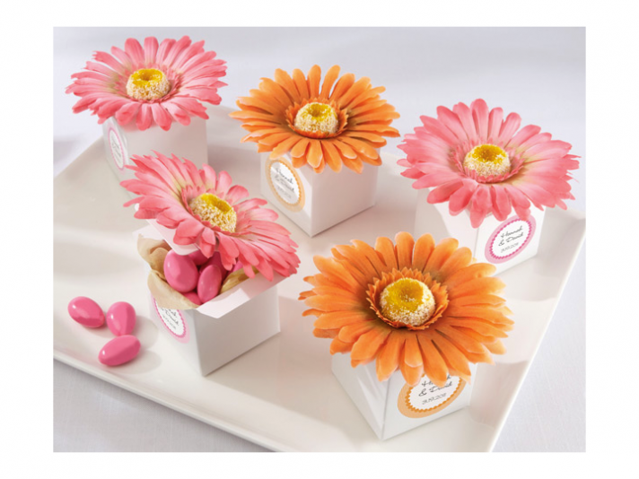 http://wedding-pictures-05.onewed.com/18999/wedding-guest-favors-gerbera-daisy-wedding-flowers__full.png