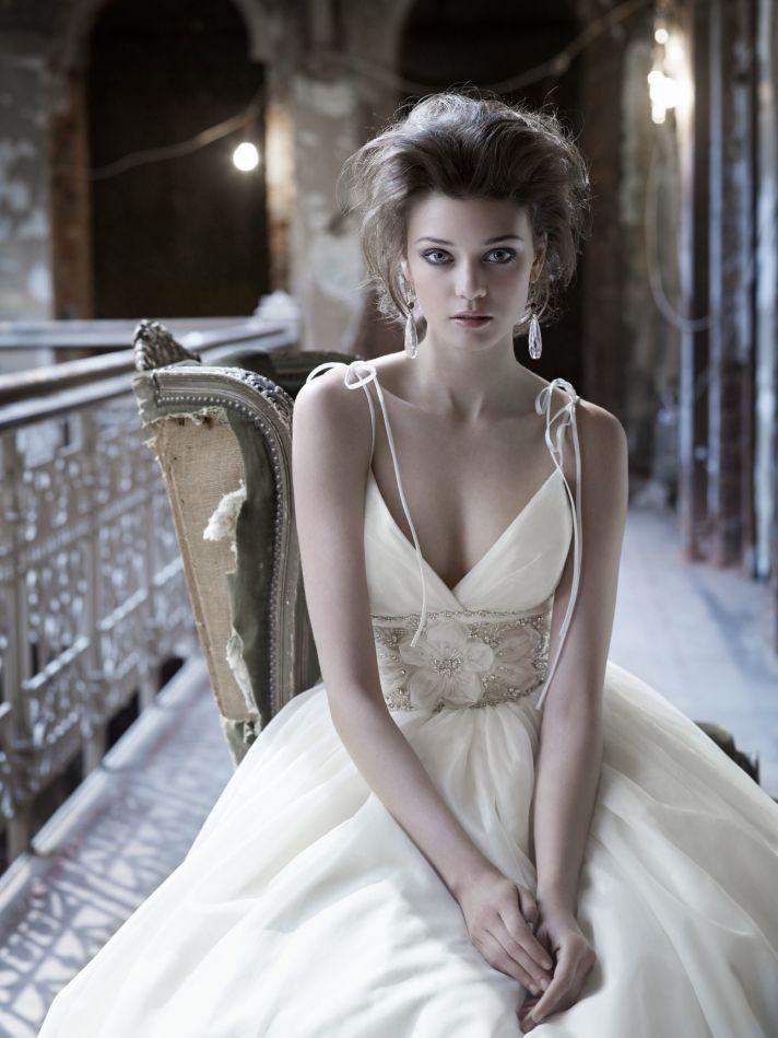 V-neck wedding dress