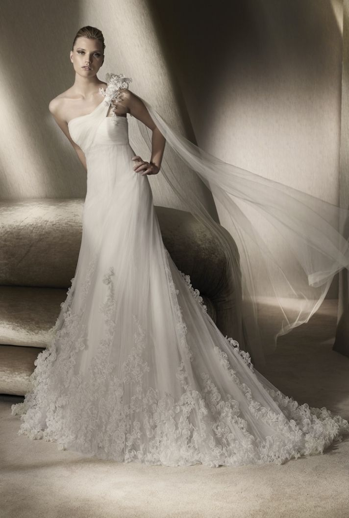 Picture of Wedding dress by San Patrick, 2012 collection.