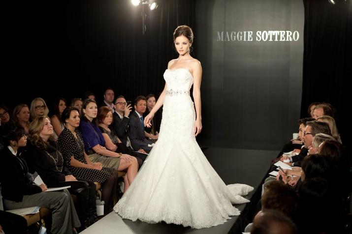 Осень-зима 2012-2013, модели свадебных платьев от Maggie Sottero.