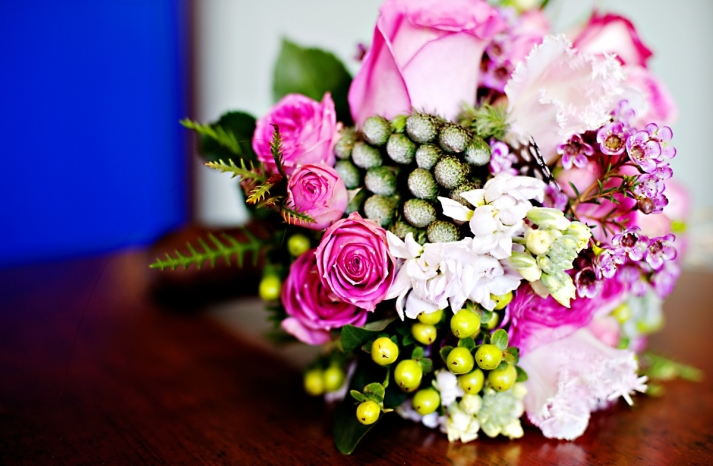 Real-weddings-winter-wedding-reception-bridal-bouquet-bright