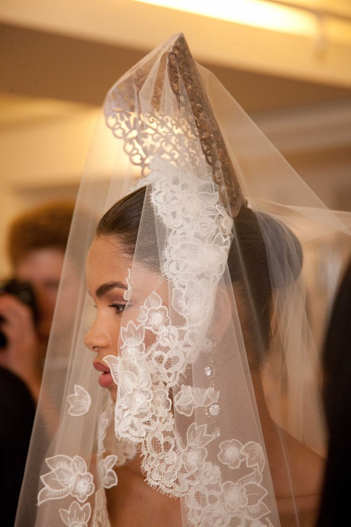spring 2013 wedding dress Oscar de la Renta bridal gowns lace veil