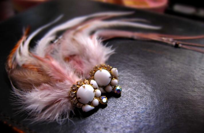 feather bridal hair clip blush pink vintage wedding accessories