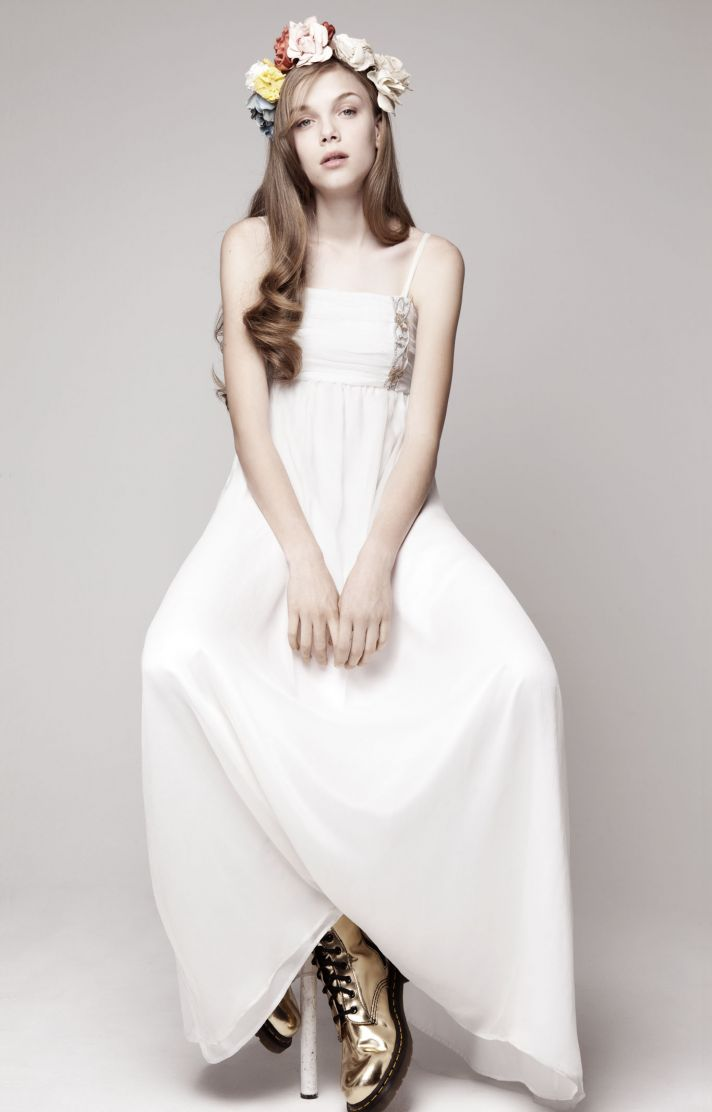 simple wedding dress for vintage or modern brides 7