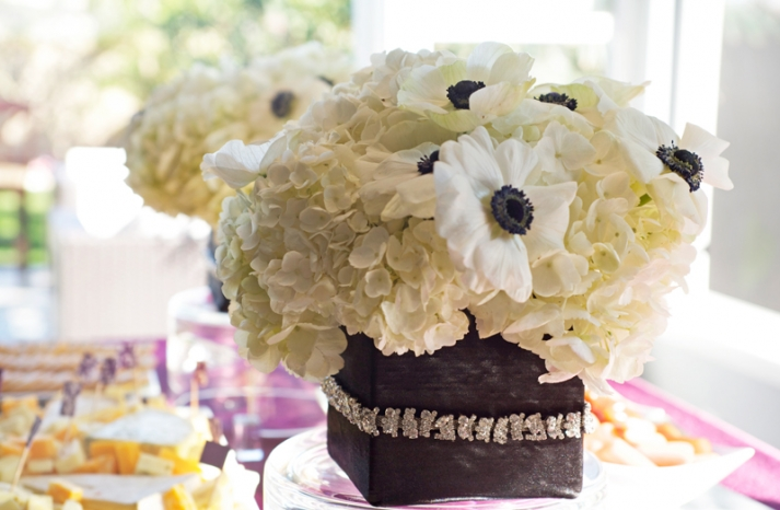 simple anemone wedding centerpiece