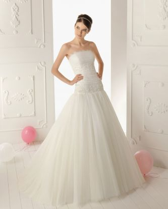 Aire barcelona wedding dress style renata onewed for Barcelona wedding dress designer