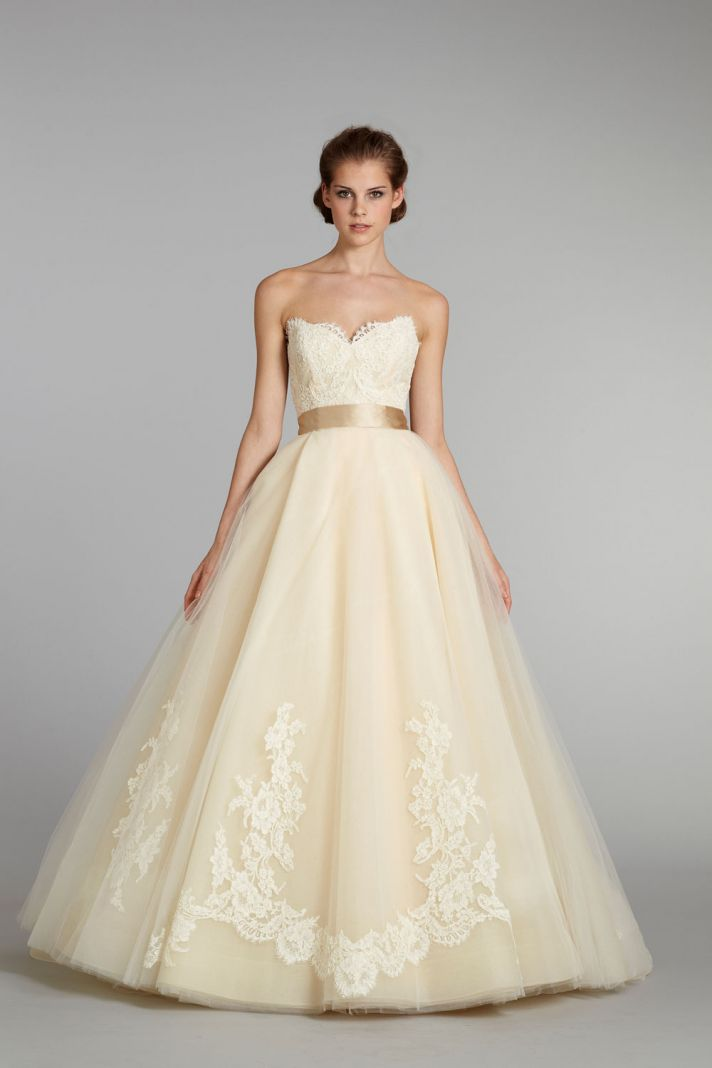 11 exquisite wedding dresses from lazaro for Simple cream colored wedding dresses