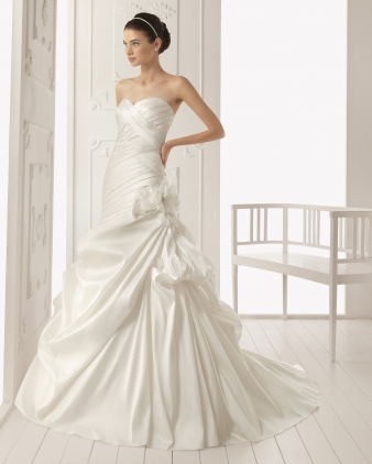 Aire barcelona wedding dress style rock onewed for Barcelona wedding dress designer