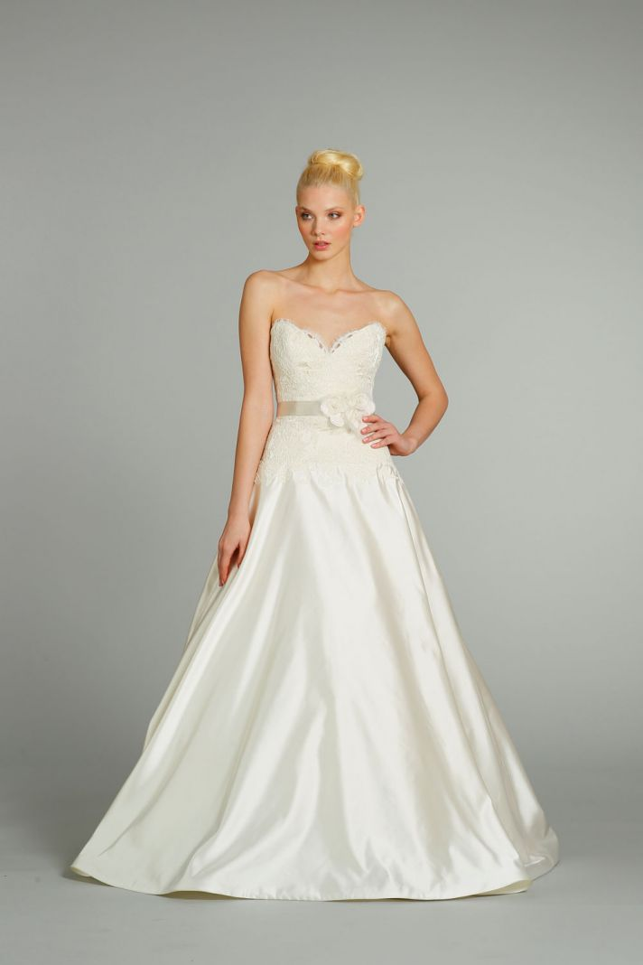 11 drop dead gorgeous gowns from jim hjelm onewed for Jim hjelm wedding dresses