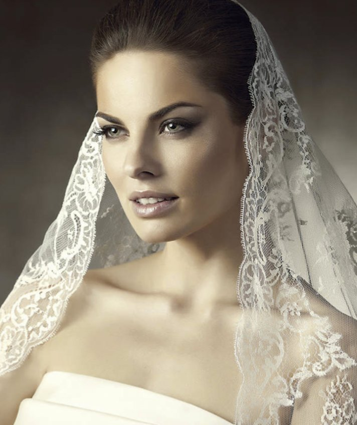 romantic wedding hair accessories mantilla bridal veils by Pronovias 5