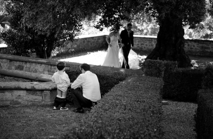 priceless wedding photos little boy pees