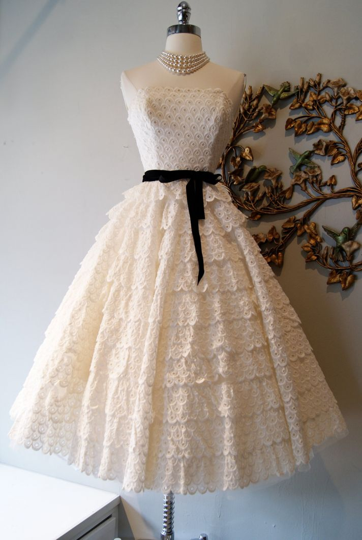 Divine vintage bridal gowns for your something old for Etsy dresses for weddings