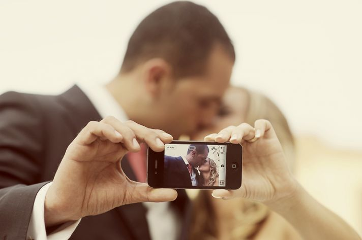 iphone wedding bad guest etiquette