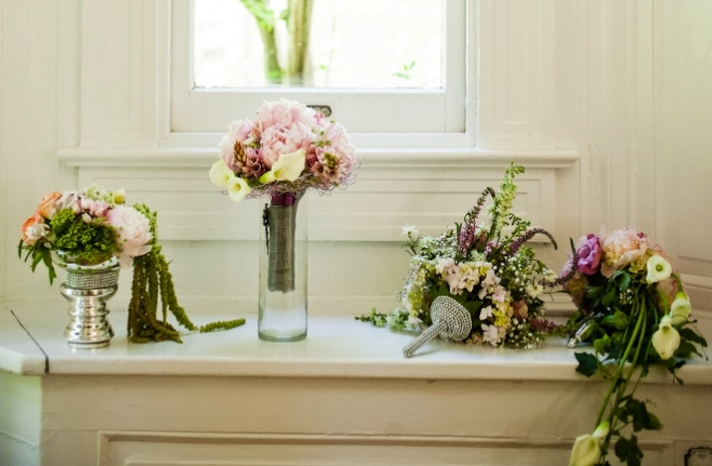 romantic mansion wedding with vintage inspired bride and groom romantic bouquets