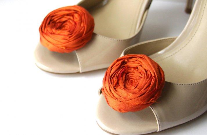 handmade wedding finds for Halloween themed I Dos orange shoe clips