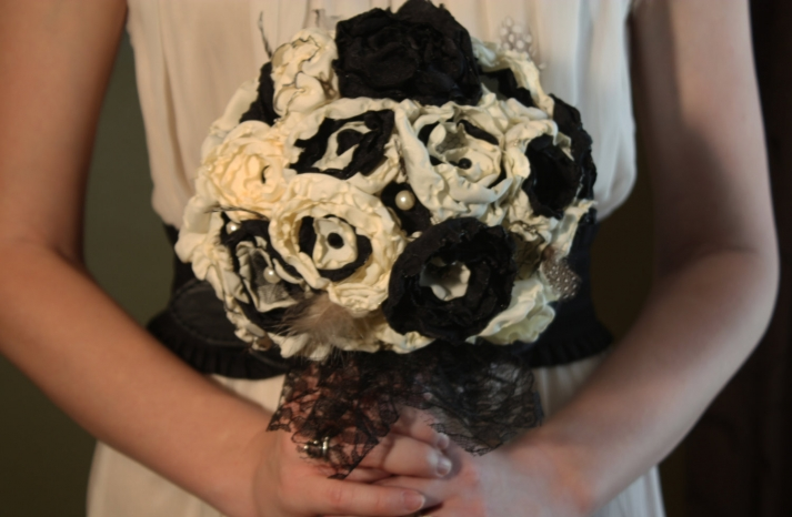 handmade wedding finds for Halloween themed I Dos black ivory bouquet