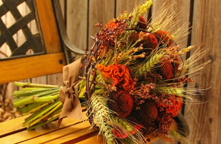 fall wedding flowers bouquets and centerpieces earthy alternative
