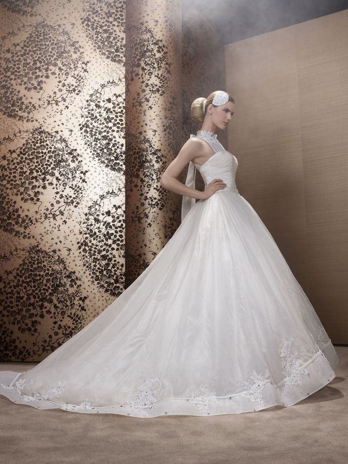 2013 Wedding Dress by Pronuptia Creations IN49