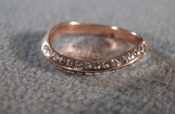 Vintage Rose Gold Wedding Band with Diamonds