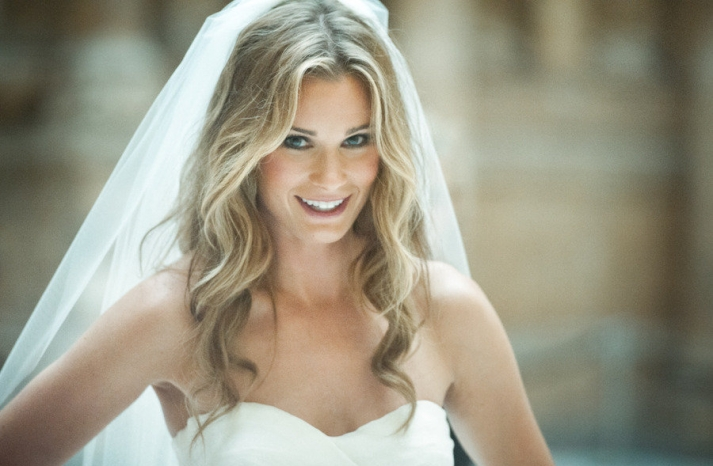 All down loose waves wedding hairstyle with classic veil