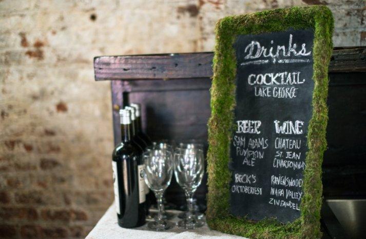 Simple wedding DIYs to try moss framed cocktail menus