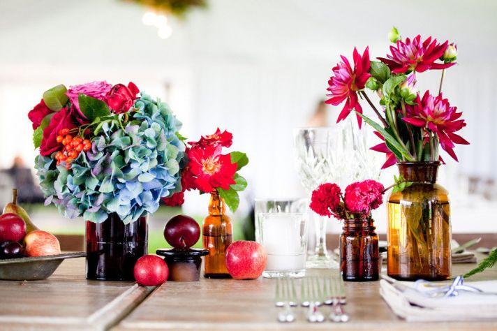 bright wedding flower arrangements blue purple hydrangea
