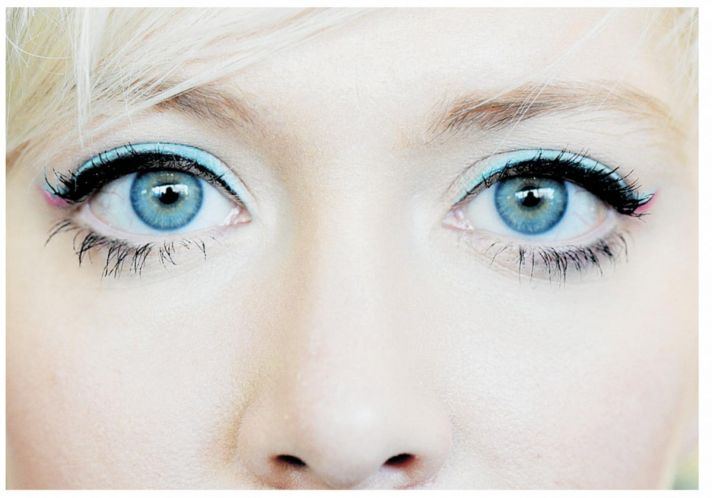 Summer wedding makeup trends aqua eye liner