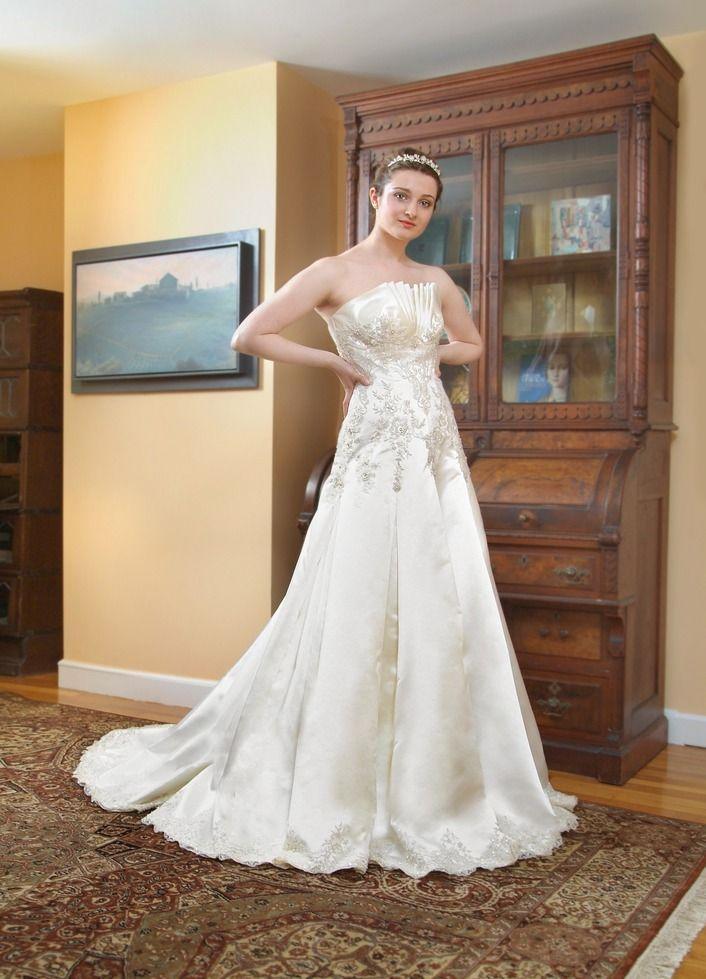 Venus wedding dress by Anna Nieman