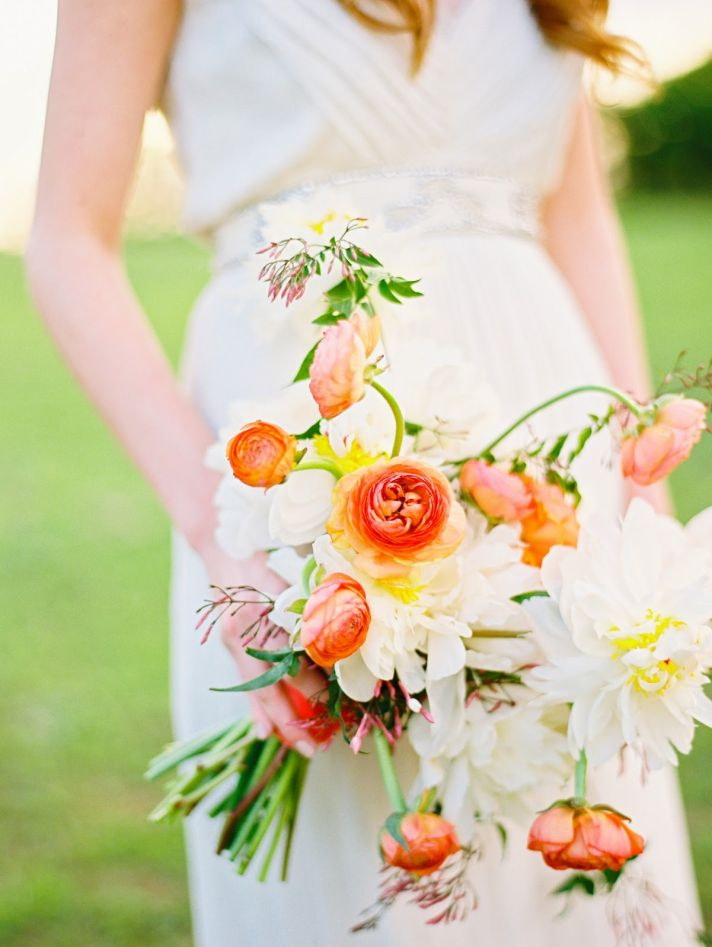 12 wedding flower color combos perfect for summer white pale pink orange and yellow wedding flowers mightylinksfo