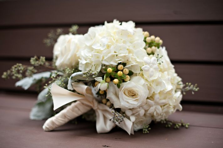 Classic ivory wedding bouquet with roses and hydrangea