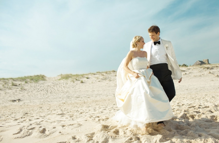 Amazing wedding photography by Shannen Natasha classic beach styl