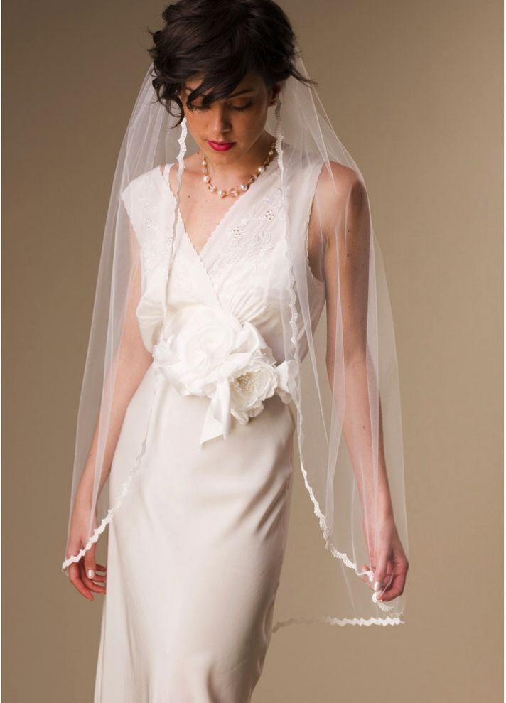 Scalloped edge tulle wedding veil