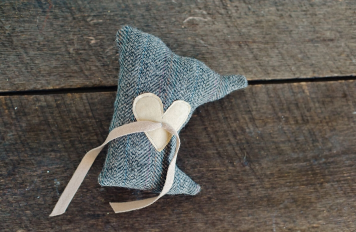 state shaped wedding ring bearer pillow with stitched heart