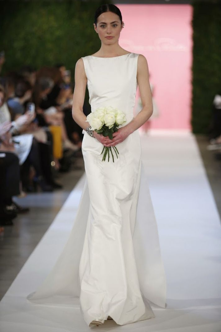 Minimalist wedding gown from Oscar de la Renta