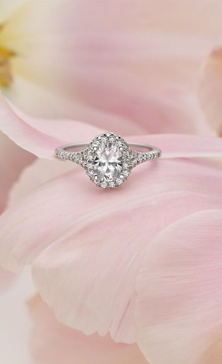 18k White Gold Oval Shaped Halo Ring